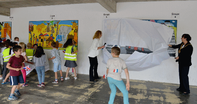Here I am unveiling the Continents Fresco designed by children of Michelet School on a recent visit to St Nazaire, France  where I attended a ceremony to celebrate the 65th Anniversary of the City Twinning with Sunderland.